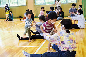 02.11.7トップ記事写真・親子遊び1.jpg