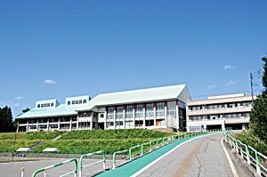 02.9.26まつのやま学園校舎.jpg