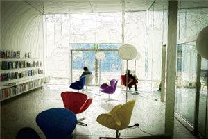 中1、コンピューターグラフィックス「美術館の部屋」.jpg