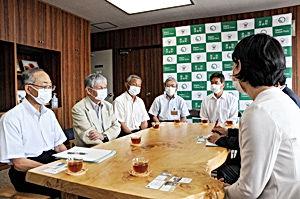 02.7.18松之山分校・桑原町長.jpg