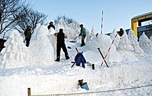 02.2.15雪像作り.jpg