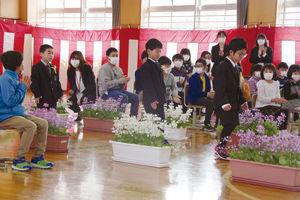 02.4.11上郷小入学式.jpg