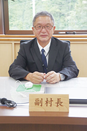 02.6.27桑原全利副村長.jpg