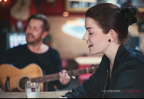 Mila West Acoustic-Duo Kassel, Sängerin Kassel Linda Wenzel