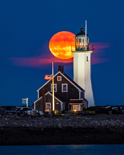 Moonrise at the lighthouse
