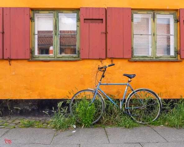 Blue bike in Orange Nyboder