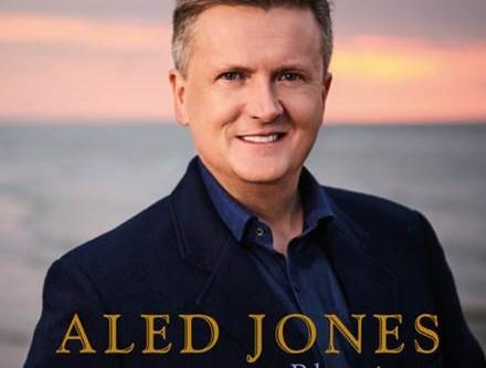 ALED JONES ANNOUNCES NEW ALBUM – BLESSINGS. Out 6 Nov thru BMG.