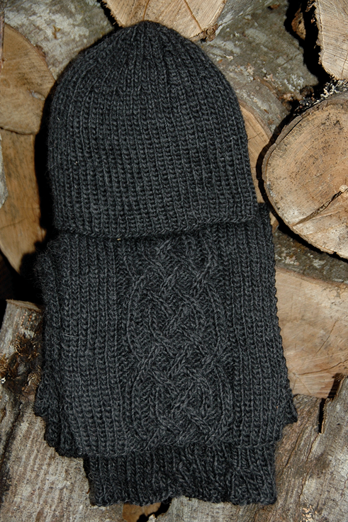 """Scarf & Hat  """"Nelson Island charcoal"""" - Pure Wool"""