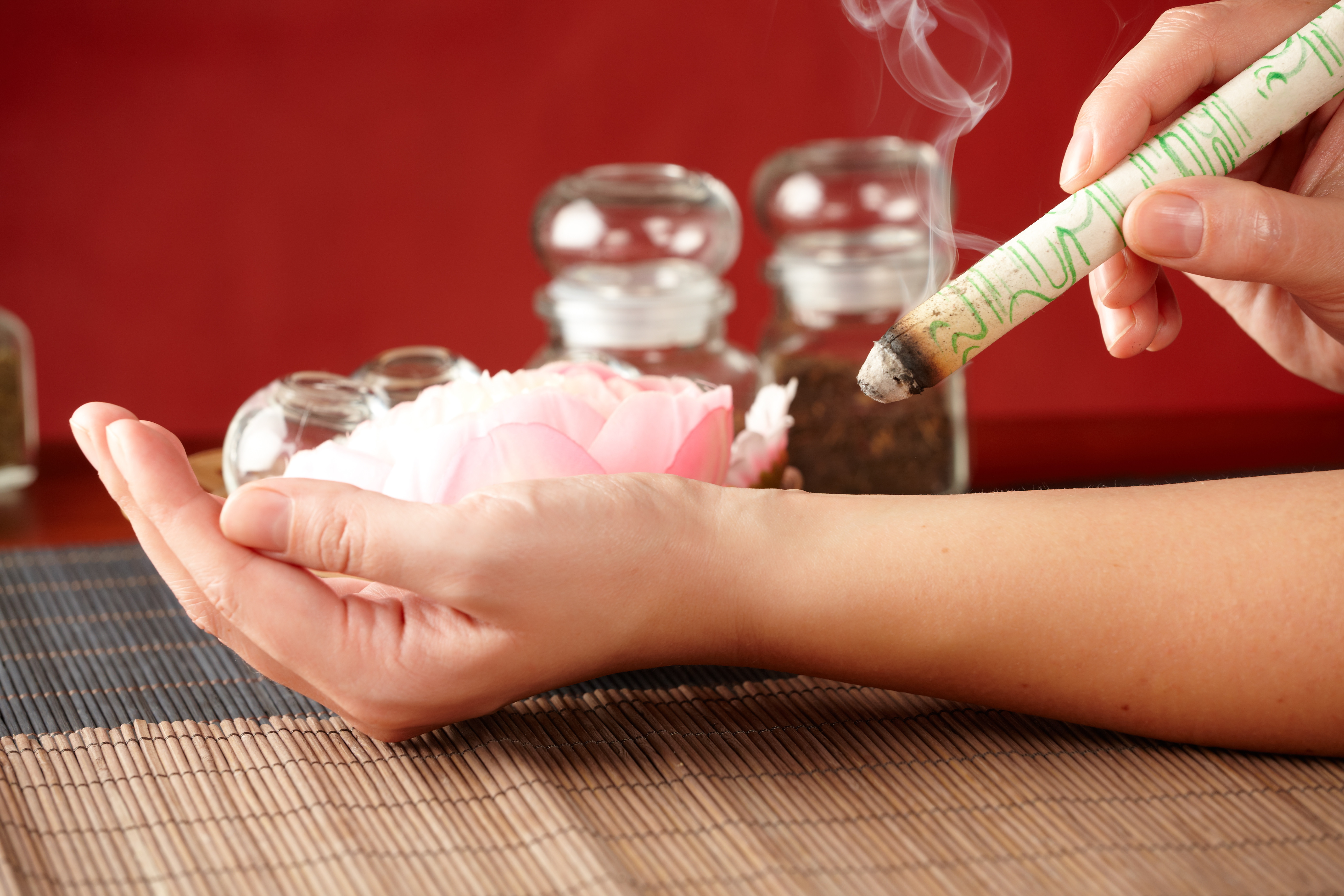 Moxibustion Therapy 艾灸