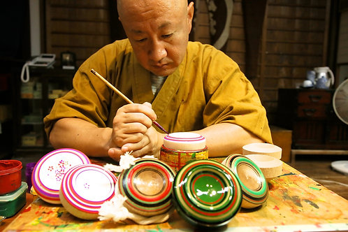 博多の伝統文化に触れる「絵付け体験」や「博多織体験」はいかがですか?
