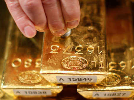 Gold Up as Dollar Weakens, Investors Await Fed Minutes