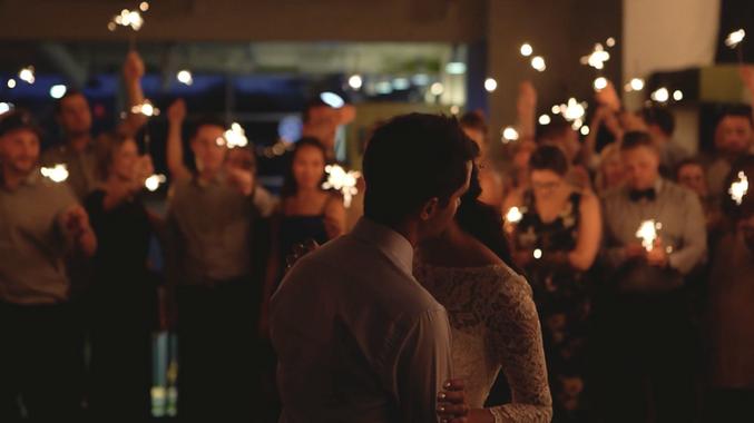 Aura wedding videographer & photographer - Ottawa Gatineau - Montreal - Laurentides - Wedding film - video de mariage - photgraphe de mariage - FIRST DANCE SPARKLER