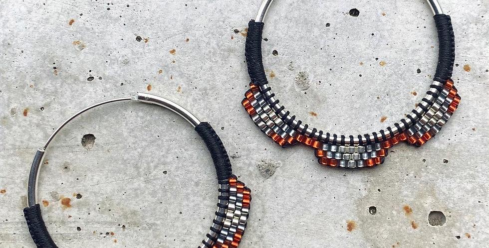 kreolen silber, schwarz/orange, 4 cm