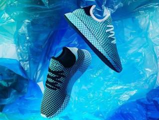 אדידס מייצרים נעל מפלסטיק מהים