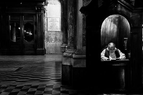063 - A3 - Confessore in attesa.jpg
