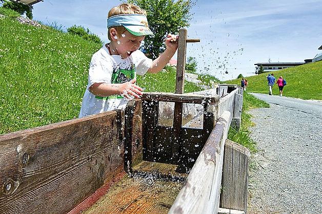 Dovolená v Rakousku s dětmi - voda ochladí a pobaví