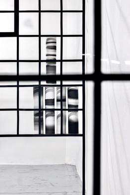 LookingThrough_LuciaTallova_FotoMarcelRo