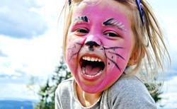 oslo-for-barn-child-in-summer-park-barne
