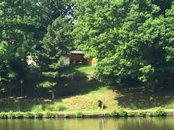 vue de l'autre côté du lac :