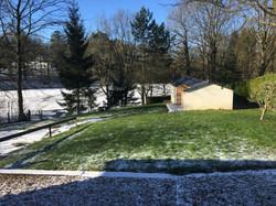 le jardin et le lac gelé