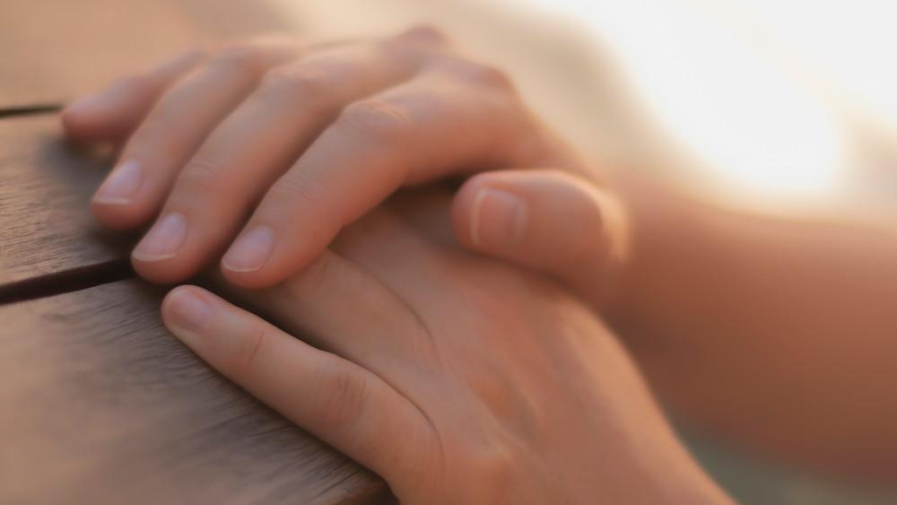 les mains de guérisseur permettent de soigner