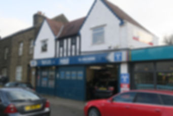 Glovers Autocare Garage forecourt
