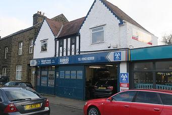 Glovers Autocare Garage forecourt