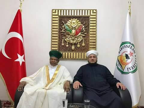 Dur'ul Qadiriyya receiving an Award