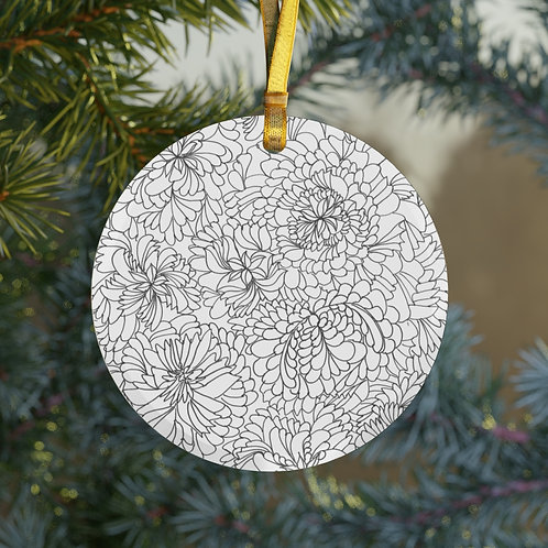Keep black and white or color in the Glass Ornament