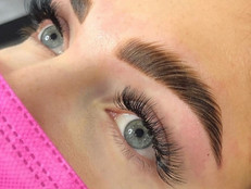 EVERYONE IS TALKING ABOUT BROW LAMINATION