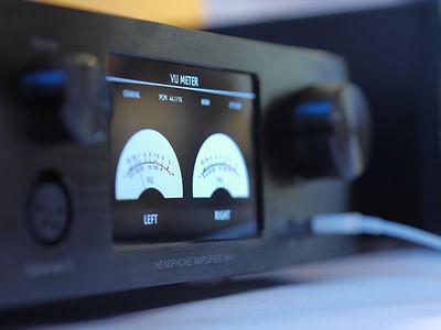 Headphone amplifier, volume control knob