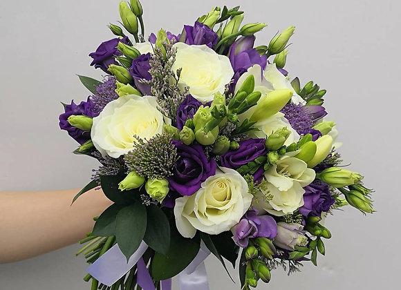 Букет невесты из роз с фрезией