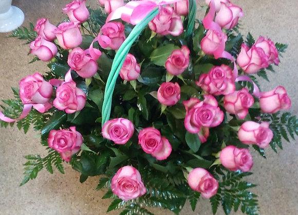 Корзина из 33 роз