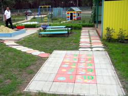Детский сад - применение тротуарной плитки алфавит для игровой площадки классики