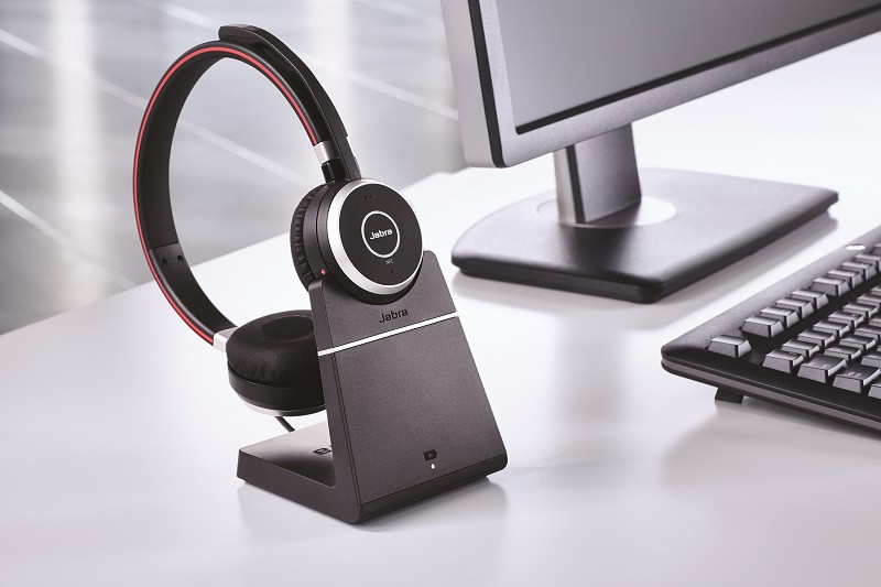 Jabra Evolve 65 with charging-stand_office