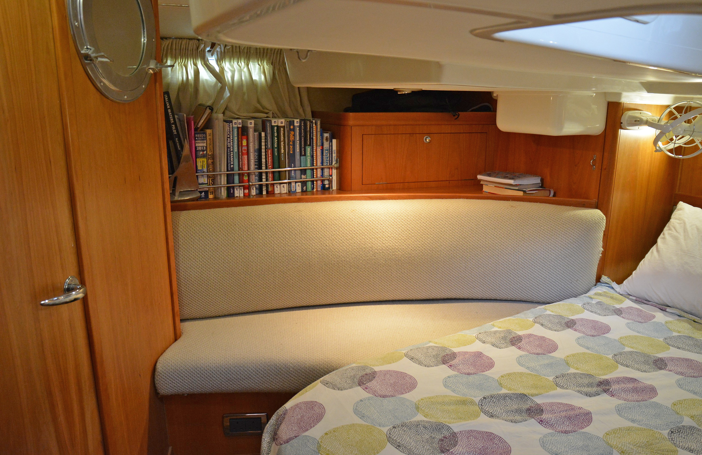 Aft cabin seating