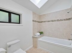 Master Bathroom      4.jpg