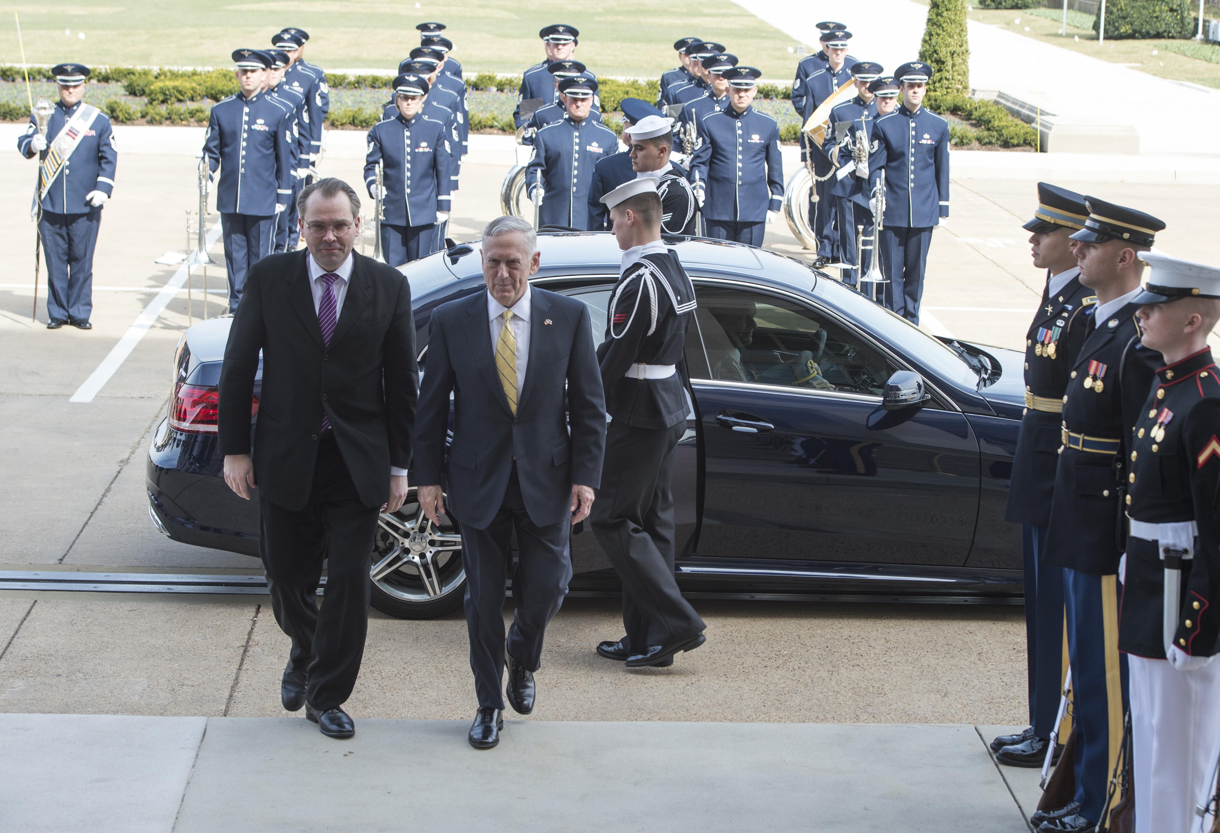 Pentagon Arrival/Argentina