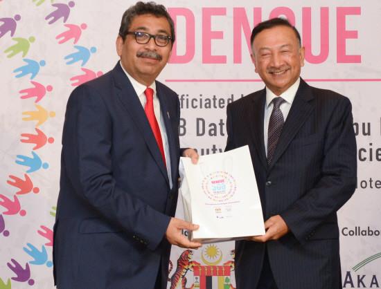 Dato' Abu Bakar with EntoGenex's Executive Chairman, YAM Tunku Naquiyuddin ibni Tuanku Ja'afar