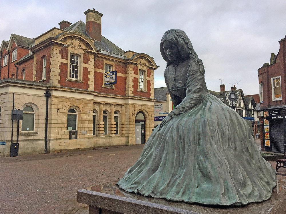 Photo: A statue of George Eliot
