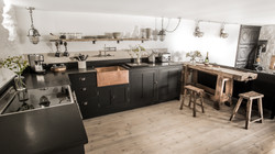 Fully equipped bespoke kitchen