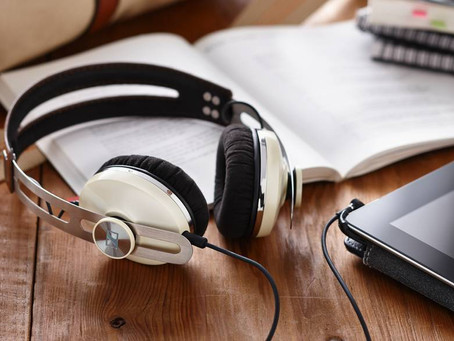 Estudar ouvindo música: afinal, é bom ou ruim?