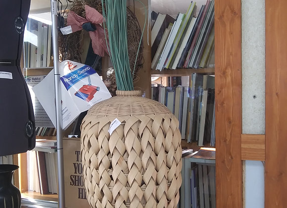 Baraboo - Basket with tall grass