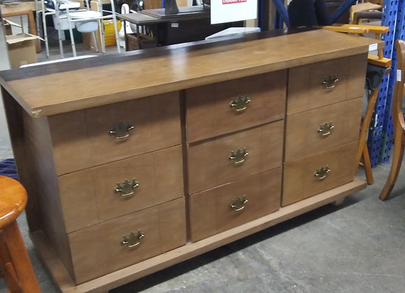 Baraboo - 9 Drawer Dresser