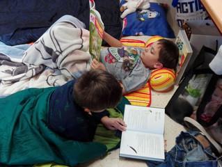 Lezen in pyjama