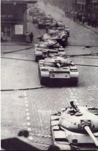 tanks_return_budapest_3_1956.jpg