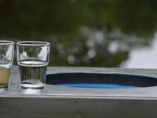 Safe water cube : la petite fontaine autonome qui rend l'eau potable partout dans le monde (vidé