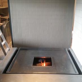 Grillplatte mit offener Feuerstelle