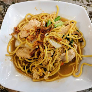Chicken with fried noodles