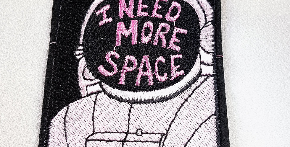 "Naszywka ""I need more space"""